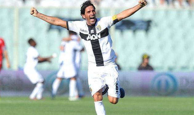 Лукарелли вернулся с Пармой в Серию А и завершил карьеру