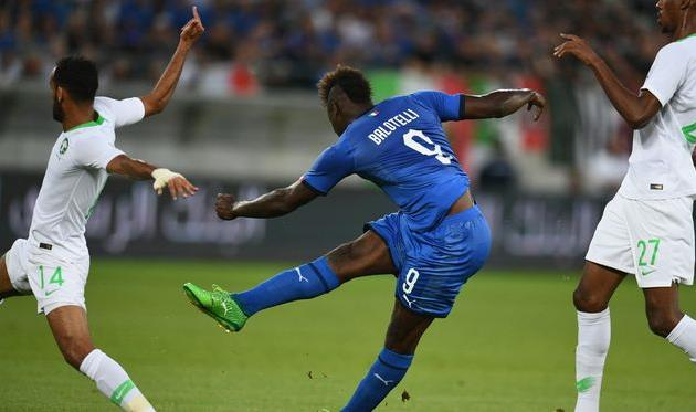 Марио Балотелли - автор первого гола, twitter.com/vivo_azzurro