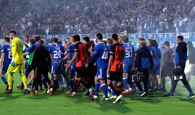 Динамо оштрафовано на 500 тысяч гривен за поведение фанатов на матче с Шахтером