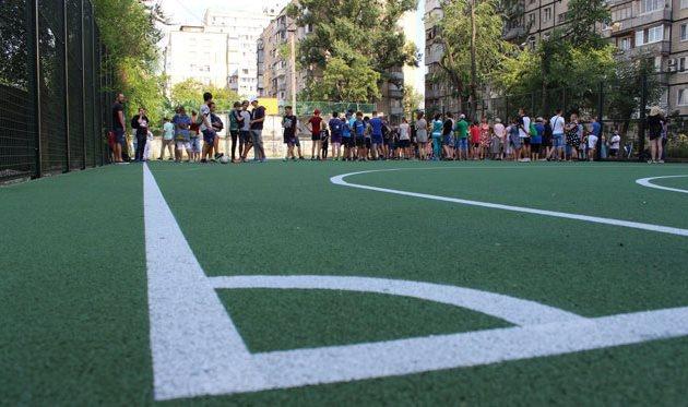 iPay.ua и Mastercard обновили футбольную площадку в Днепре