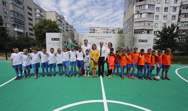 Кредобанк і Mastercard оновили футбольний майданчик у Чернігові