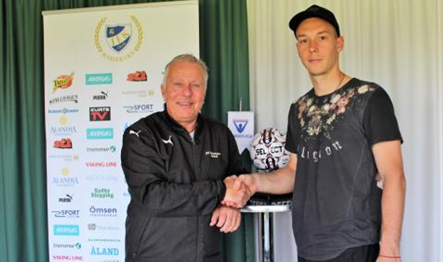 Игорь Левченко (справа), ifkfotboll.ax