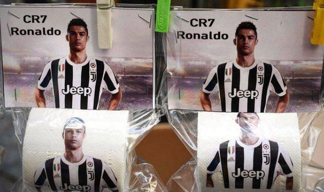 В Неаполе продают туалетную бумагу с портретом Роналду