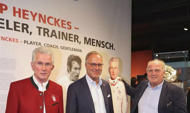 Юпп Хайнкесс (слева), фото ФК Бавария