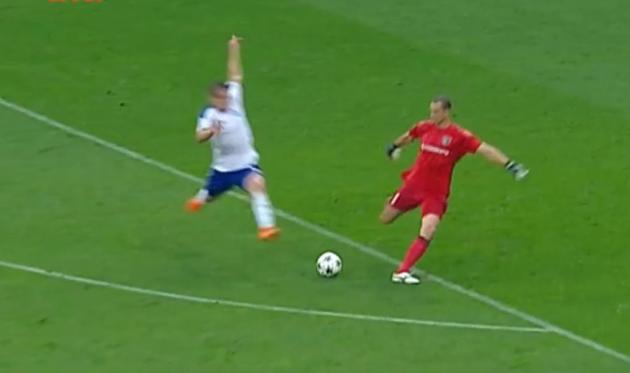 Беседин отобрал мяч у Шуста