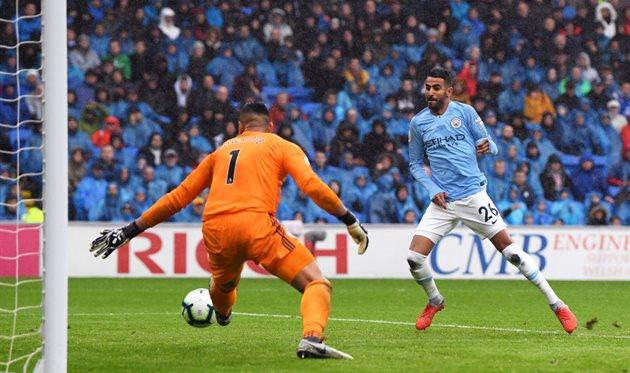 Рияд Марез забивает один из мячей, Getty Images