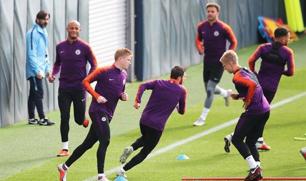 Кевин Де Брюйне тренируется с партнерами, Twitter Манчестер Сити