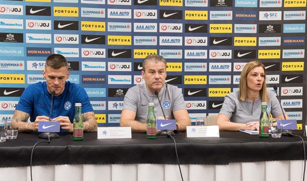 Мартин Шкртел (слева), futbalsfz.sk