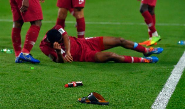 В игроков Катара полетела обувь с трибун, getty images