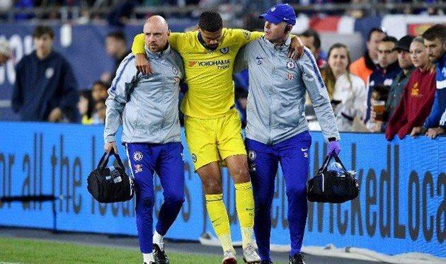 Лофтус-Чик покинул поле на костылях и может не сыграть в финале Лиги Европы