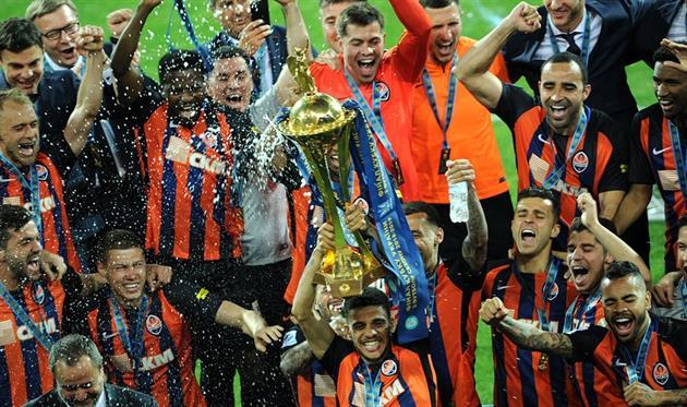 Как Мораес Фонсеку шампанским обливал или празднование Шахтера в раздевалке