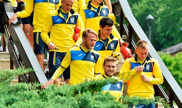 Роман Безус (в центре) в сборной, АУФ