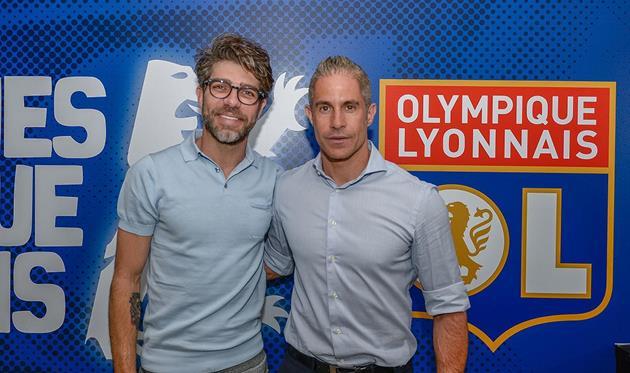 Жуниньо (слева) и Силвиньо (справа), photo Olympique de Lyonnais