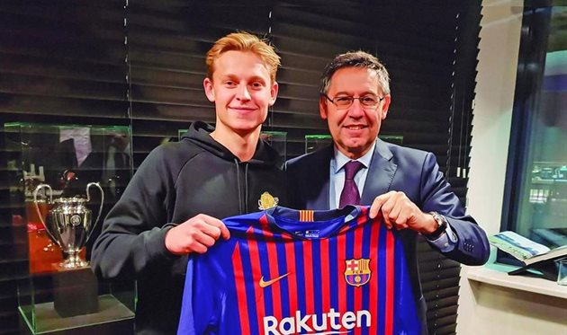 Френки де Йонг и Хосеп Мария Бартомеу, photo FC Barcelona