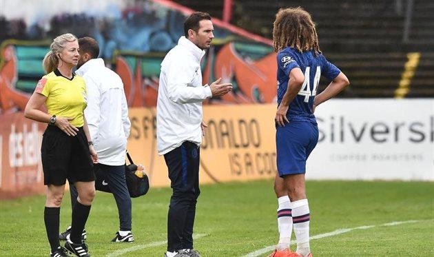 Фрэнк Лампард считает, что Этан Ампаду (справа) пока не готов играть за Челси, Getty Images