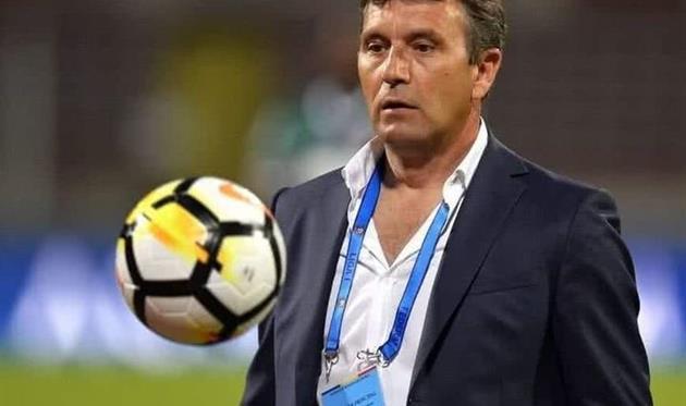 Тренер Динамо Бухарест потерял сознание во время матча