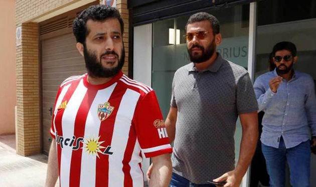 Турки Аль-Шейх (слева), EFE