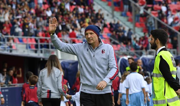 Синиша Михайлович руководил своей командой с тренерской скамейки, фото ФК Болонья