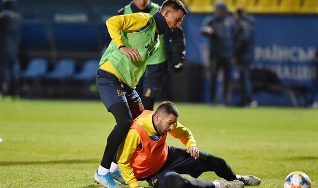 Иванесеня (слева) на тренировке сборной Украины, фото: УАФ