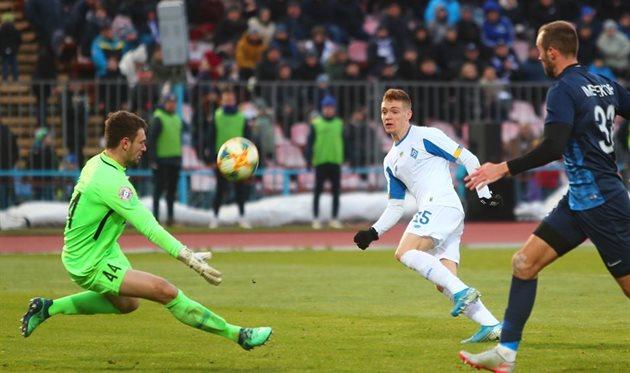 Цыганков забивает в ворота Десны, фото ФК Динамо