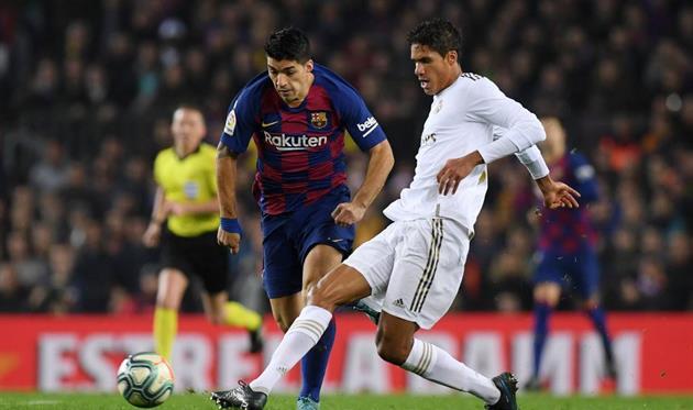 Рафаэль Варан (справа) в матче против Барселоны, getty images