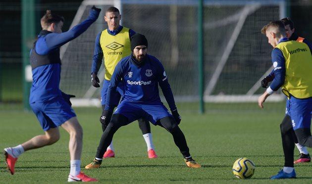 Андре Гомеш (по центру), photo Everton FC