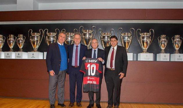 Маурисио Гомес де Матта (справа) с президентом Реала Флорентино Пересом, фото AS