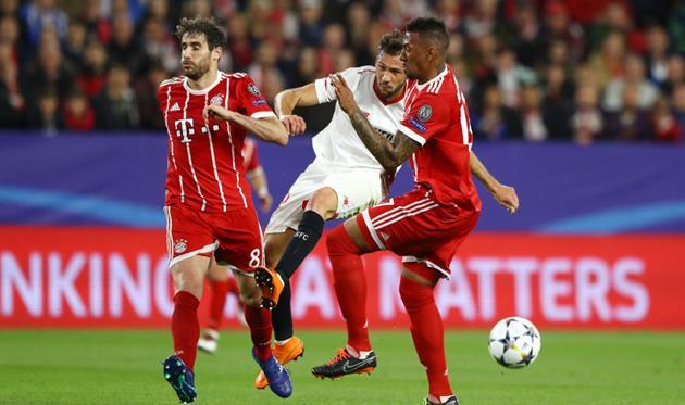 Жером Боатенг и Хави Мартинес в игре за Баварию, Getty Images