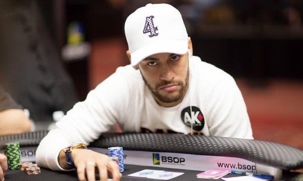 Популярные футбольные звезды, успешно играющие в покер (Реклама)