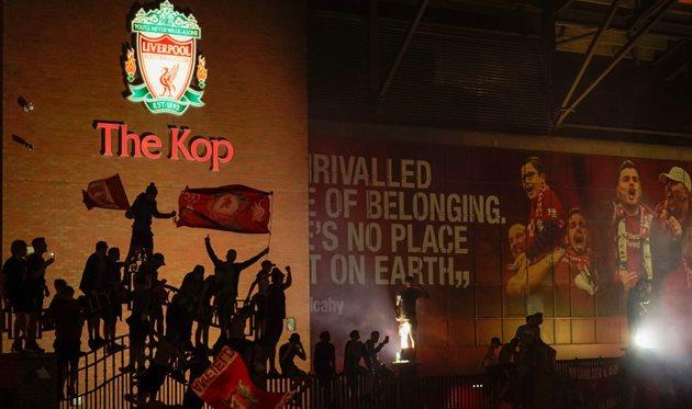 Фанаты Ливерпуля празднуют чемпионство, Getty Images