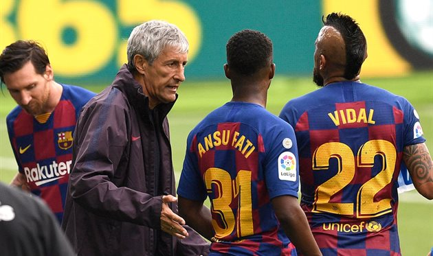 Кике Сетьен с игроками, Getty Images