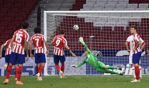 Альваро Мората реализует пенальти в ворота Мальорки, Getty Images