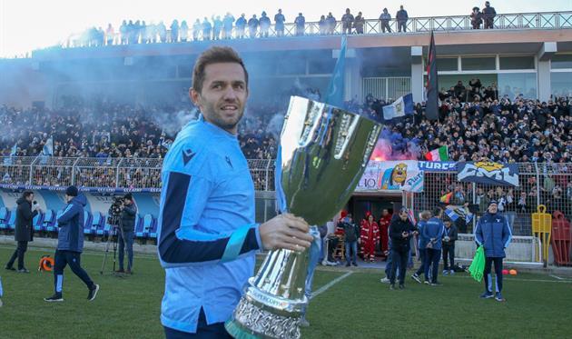 Сенад Лулич с Суперкубком Италии, Getty Images