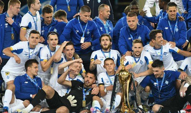 Игроки Динамо с Кубком Украины, фото ФК Динамо Киев