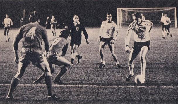Блохин (справа) в матче с Баварией, ФК Динамо