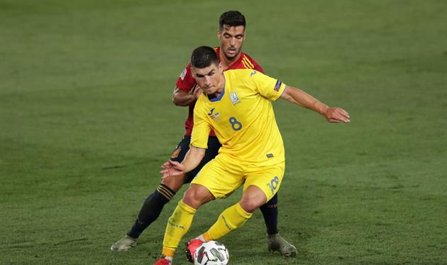 Руслан Малиновский в матче с Испанией, Getty Images