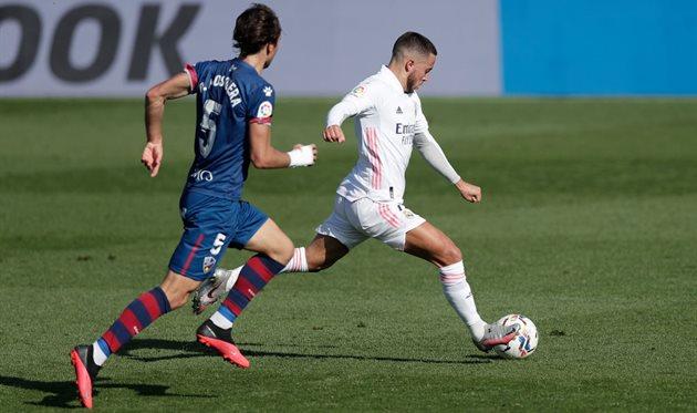 Эден Азар в матче с Уэской, Getty Images