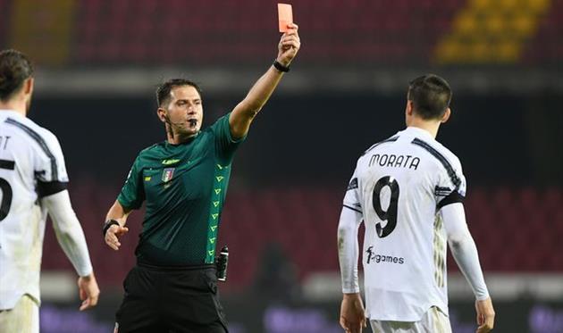 Удаление Альваро Мораты в матче против Беневенто, Getty Images