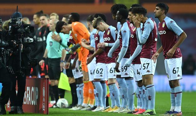 Игроки Астон Виллы U-23 перед матчем против Ливерпуля, Getty Images