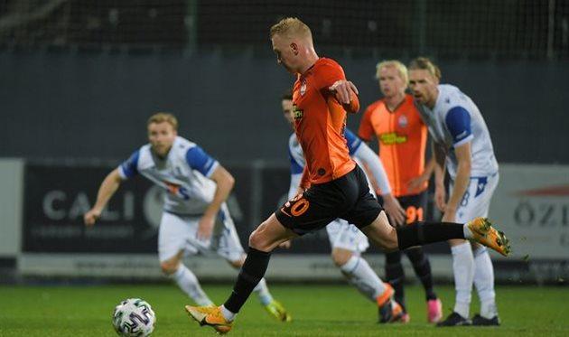 Виктор Коваленко в матче против польского Леха, фото ФК Шахтер Донецк