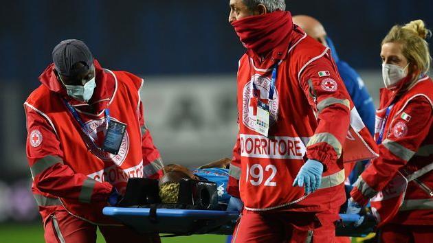 Виктор Осимхен во время матча против Аталанты, Getty Images