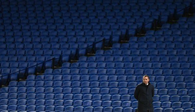 Брэндан Роджерс (Лестер) на фоне пустых трибун Амекс Стэдиум , Getty Images