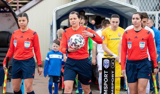 Екатерина Монзуль (по центру), UA-Football