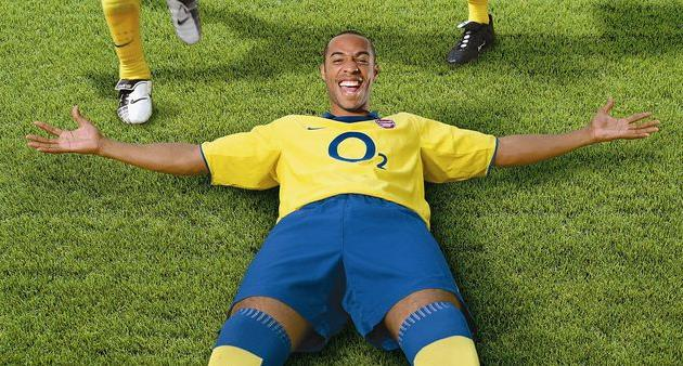 Тьерри Анри на презентации формы Арсенала летом 2003 года, Getty Images