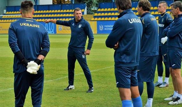 Андрей Шевченко (по центру) и футболисты сборной Украины, УАФ