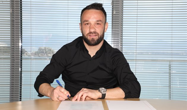 Вальбуэна продлил контракт с Олимпиакосом