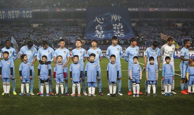 Футболисты Цзянсу Сунин перед матчем азиатской Лиги чемпионов, Getty Images