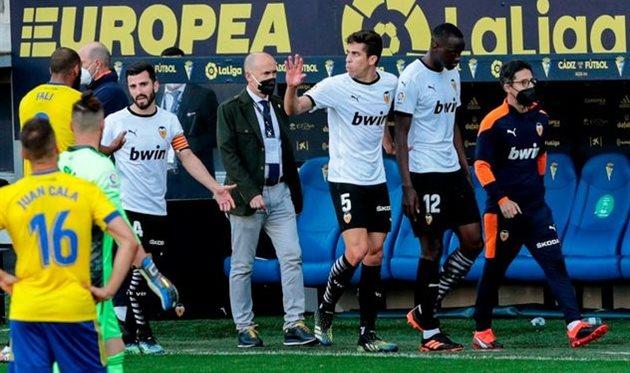Момент с уходом с поля Муктара Диакаби и остальных футболистов Валенсии, elsalvador.com