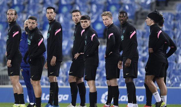 Игроки Барселоны на предматчевой разминке,Getty Images