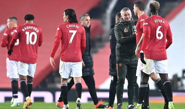 Оле-Гуннар Солскьяер и футболисты Манчестер Юнайтед, getty images